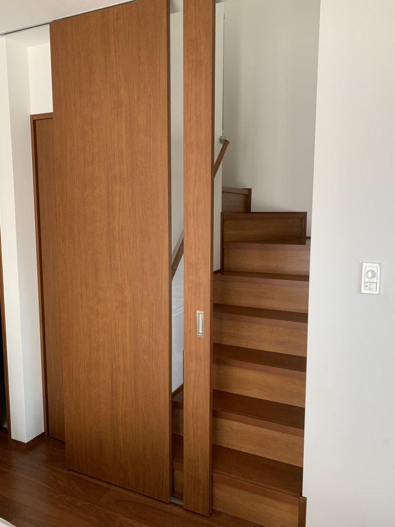 機能的な階段用ドア