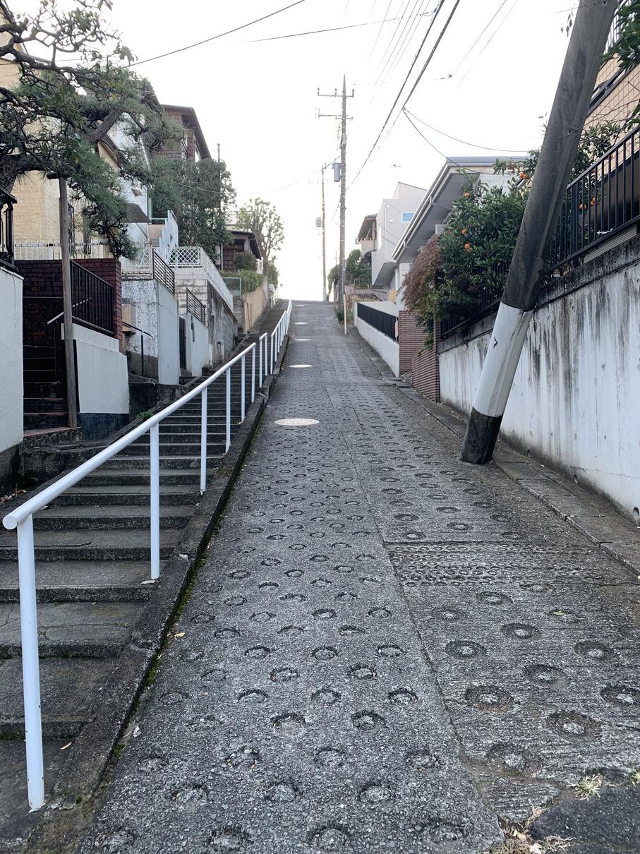 兒嶋画廊横の坂
