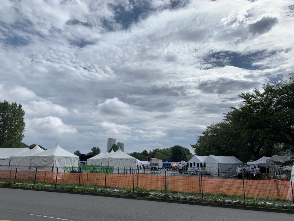 国分寺市の新庁舎建設予定地にて、パラリンピックの聖火リレーの会場が設営されました (2021/08/22時点)